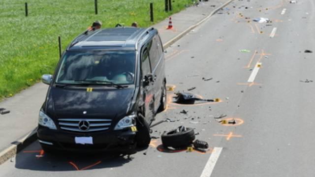 In Oberdorf NW starb ein 69-jähriger Töfffahrer bei einem Unfall