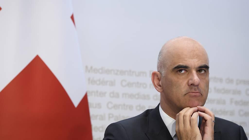 Bundesrat Alain Berset sieht kein nahes Ende der Corona-Pandemie. (Archivbild)