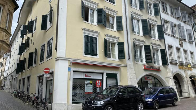 Eine der Liegenschaften, die dem Kanton gehört: Das Wohn- und Geschäftshaus an der Hauptgasse 37 in Solothurn.