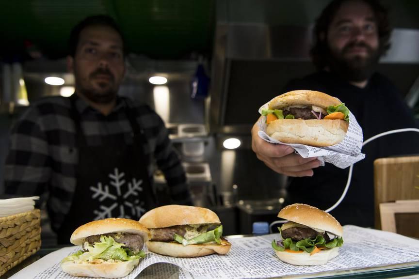 Feines Essen zu fairen Preisen am Streetfood Festival in Chur. (Symbolbild: Keystone)