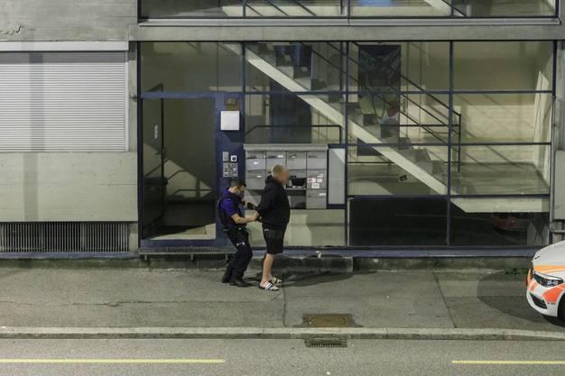 Die Polizei nahm drei Männer in Gewahrsam.