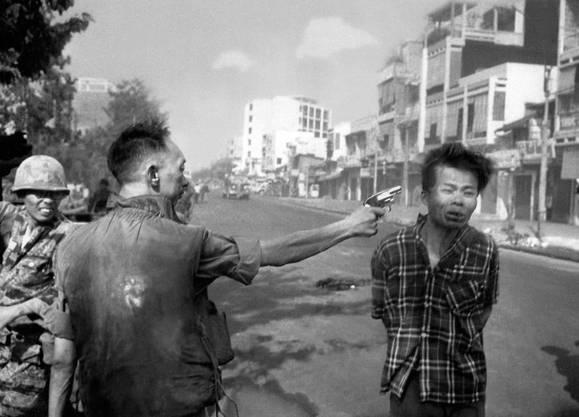 Mit diesem Foto, das die Hinrichtung eines Vietcong-Offiziers im 1968 zeigt, gewann Fotograf Eddie Adams den Pulitzer Preis
