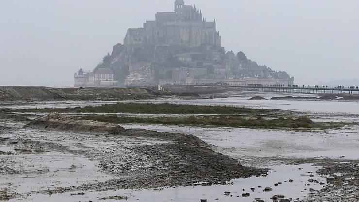 Zum Schutz vor Angreifern näher zusammengerückt: Der Fund eines Friedhofs auf dem Mont-Saint-Michel weist darauf hin, dass Teile des Dorfs einst aufgegeben wurden.