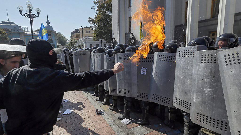 Die Regierung bezeichnete radikale Nationalisten als Drahtzieher der Gewalt