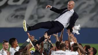 Gefeiert wie der König von Madrid: Zinédine Zidane nach dem Titelgewinn mit Real