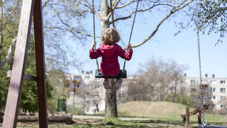 Viel Bewegung ist auch schon für kleine Kinder wichtig, um späterem Übergewicht vorzubeugen. (Archivbild)