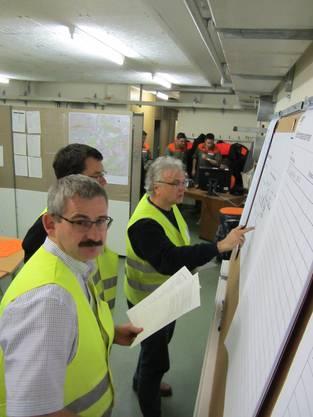 Roger Strozzega (links) und Jürg Link bei der ersten Lagebeurteilung.