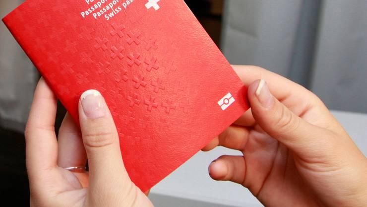 Der Schweizer Pass bleibt gefragt – die Zahl der Einbürgerungen variiert auf Kantons- und Gemeindeebene allerdings stark.Hanspeter Bärtschi