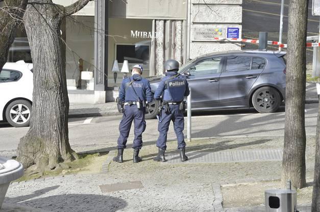 Die Polizei sperrte das Gebiet um die Postfiliale grossräumig ab.