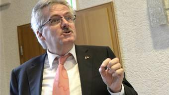 Die SVP Baselland sagt nur halbherzig Nein zum Gegenvorschlag zur Gemeindeinitiative. Dies dürfte Parteipräsident Oskar Kämpfer nicht gerne gehört haben.