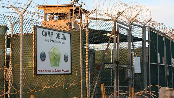 """Blick auf den Eingangsbereich von """"Camp Delta"""", Teil des Gefangenenlagers Guantanamo auf Kuba, wo die USA weiterhin 116 Personen inhaftiert haben."""