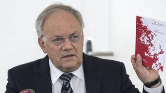 """""""Für Ältere darf es im Arbeitsmarkt keine Benachteiligungen geben"""", sagte Wirtschaftsminister Johann Schneider-Ammann nach der Konferenz zum Thema ältere Arbeitnehmer."""