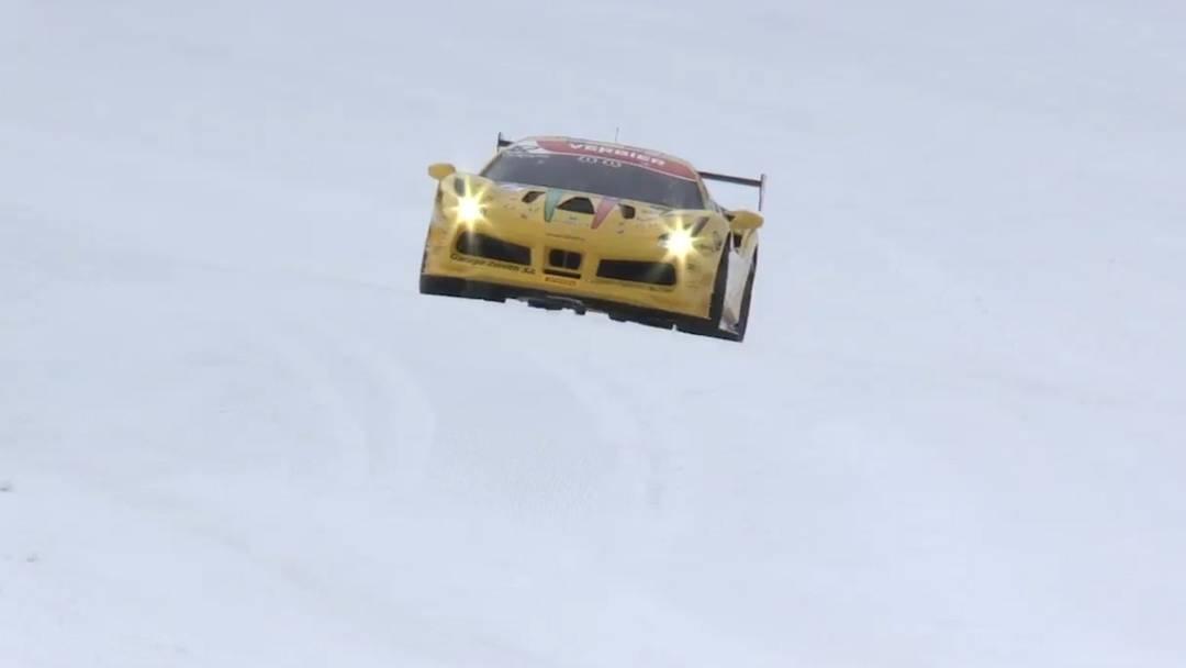 Ein Ferrari fährt auf den Pisten von Verbier