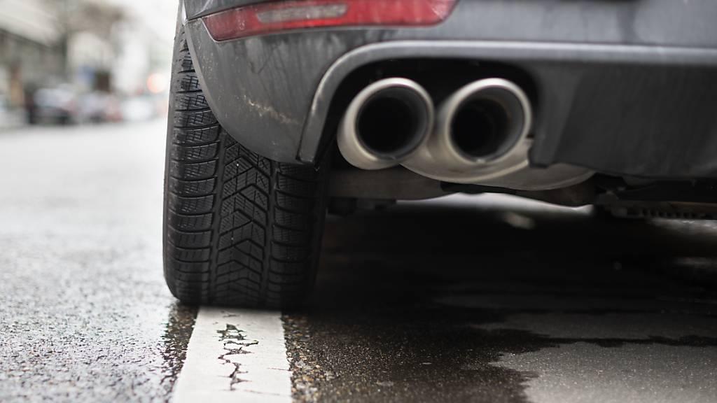 Für lärmige aufgetunte Autos soll die Luft dünner werden. (Themenbild)