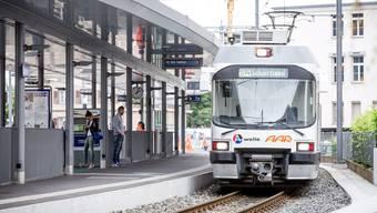 Gestern fuhr die WSB planmässig von Aarau nach Schöftland – am letzten Freitag fielen hingegen zwei Züge vollständig aus.