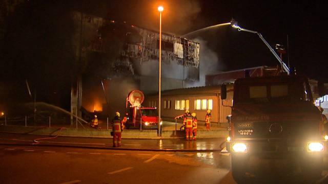 Grossbrand in Altdorf: Recyclinghalle brennt bis auf Grundmauern nieder