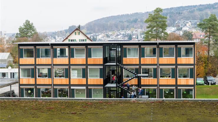 Die Pavillons bieten Platz für sechs Schulzimmer und drei Gruppenräume.