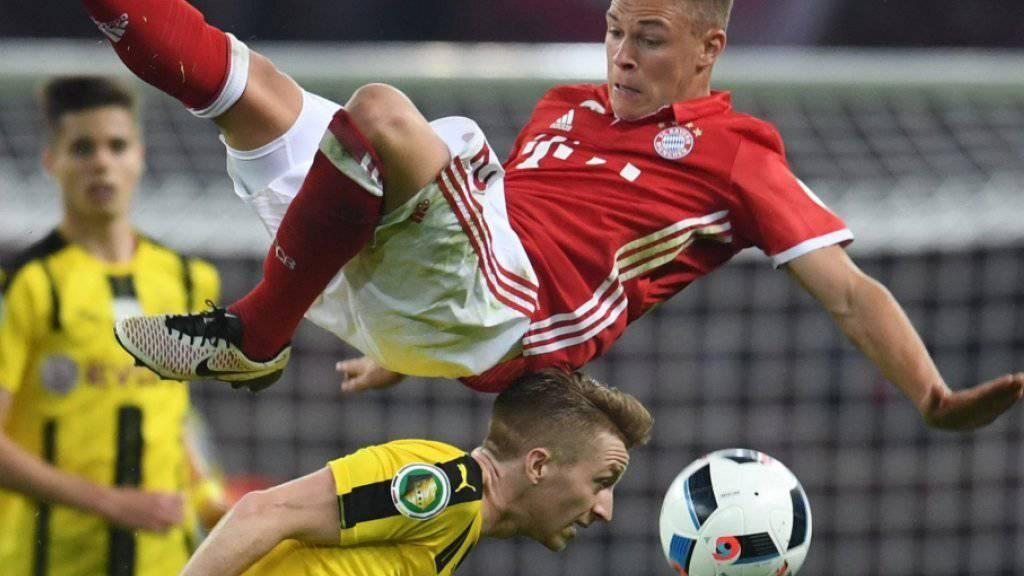 Zwischen Dortmund (Marco Reus, unten) und den Bayern (Joshua Kimmich) dürfte es wieder hoch zu und hergehen
