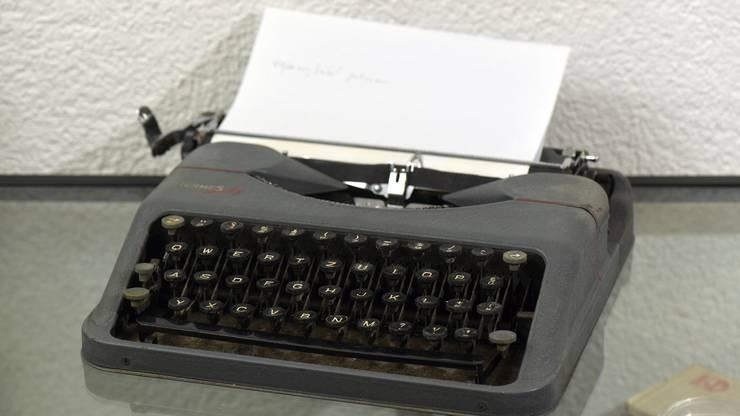 Ich schreibe die ersten Zeilen eines Romans.