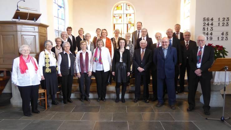 Der Chor mit Dirigentin Christine Pellegrini in der Mitte vorne.