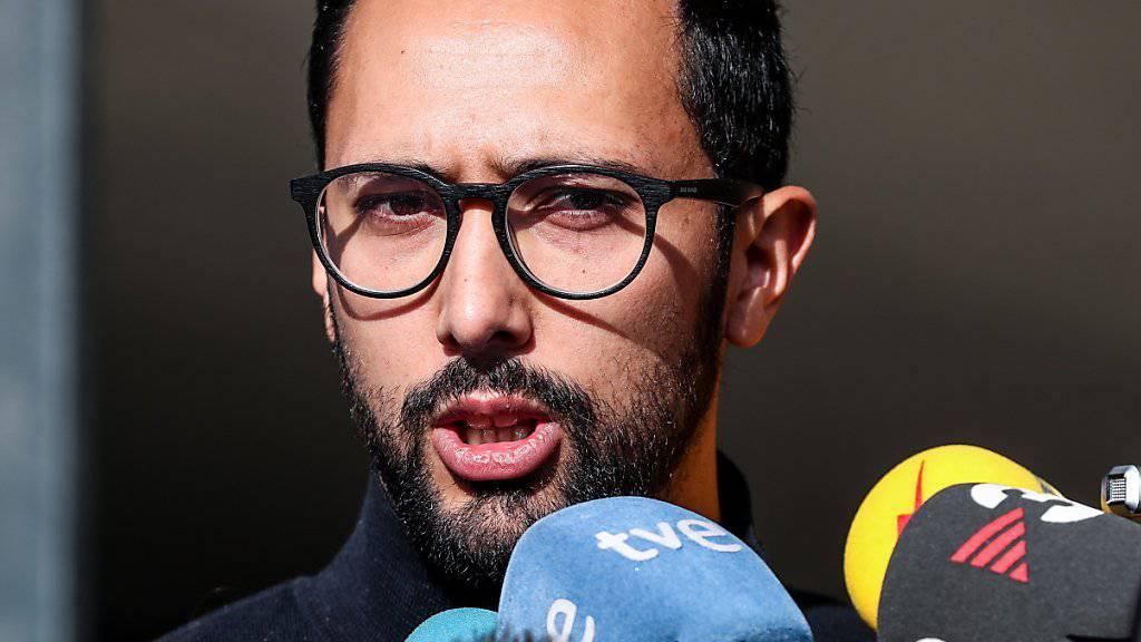 Der spanische Rapper  Valtònyc äussert sich nach dem Entscheid gegen seine Auslieferung vor den Medien.