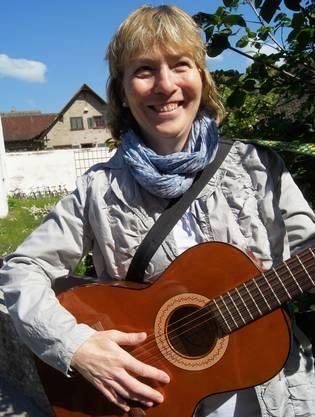 Susanne Steiner hat eine Gitarre ergattert