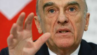 «Das ist Blödsinn»: Alt-Bundesrat Hans-Rudolf Merz - auf einem Bild von 2008 - kontert Vorwürfe, er habe die UBS-Rettung stören wollen.