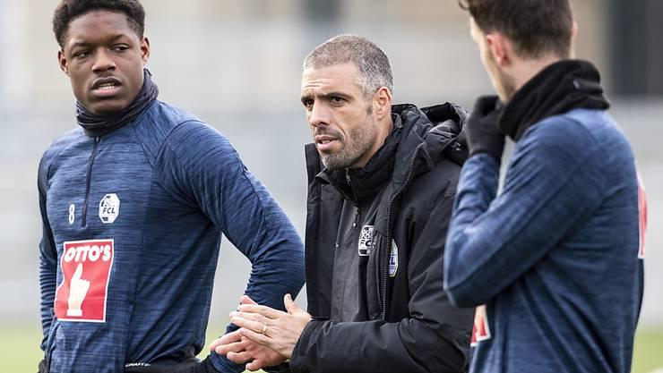 Die ersten Kontaktnahmen im Training des FCL: Fabio Celestini mit Tsiy Ndenge (links) und Shkelqim Demhasaj