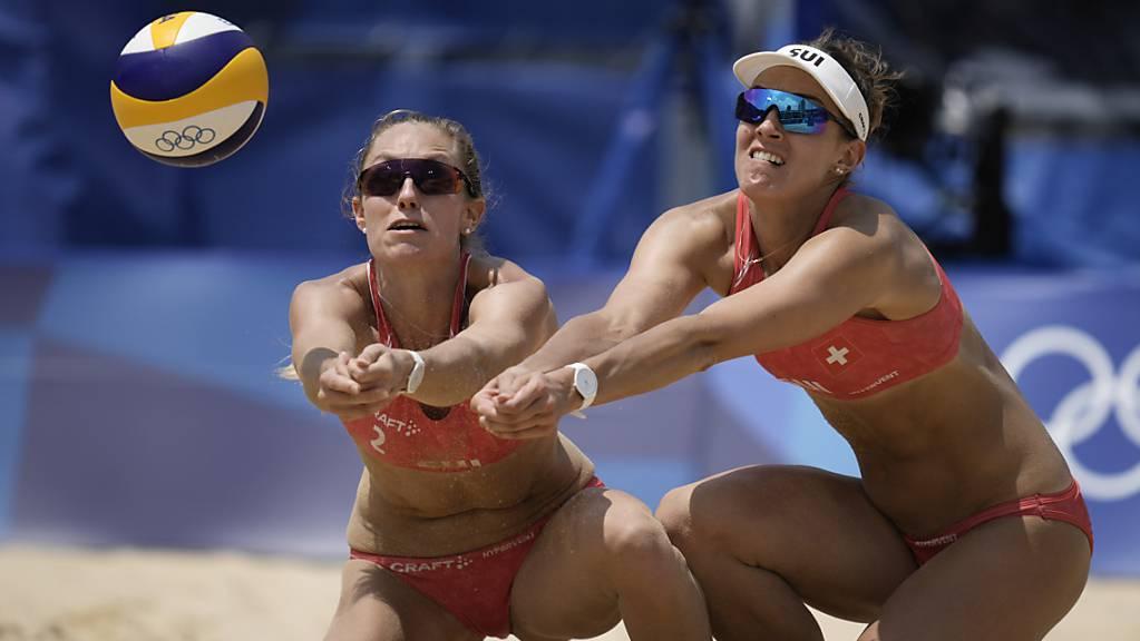 Im Sand erfolgreich: Nina Betschart (li.) und Tanja Hüberli erreichten an der EM auf direktem Weg die Achtelfinals