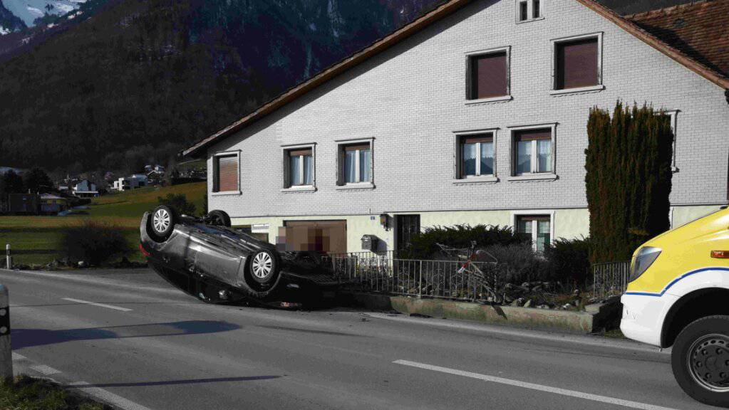 Eine 23-jährige Frau ist zwischen Oberriet und Rüthi SG mit ihrem Auto verunfallt.