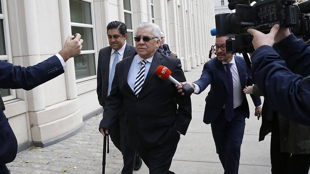 Trujillo auf dem Weg zum Gericht in New York: Der Guatemalteke wurde in einem Korruptionsprozess zu einer achtmonatigen Freiheitsstrafe verurteilt.