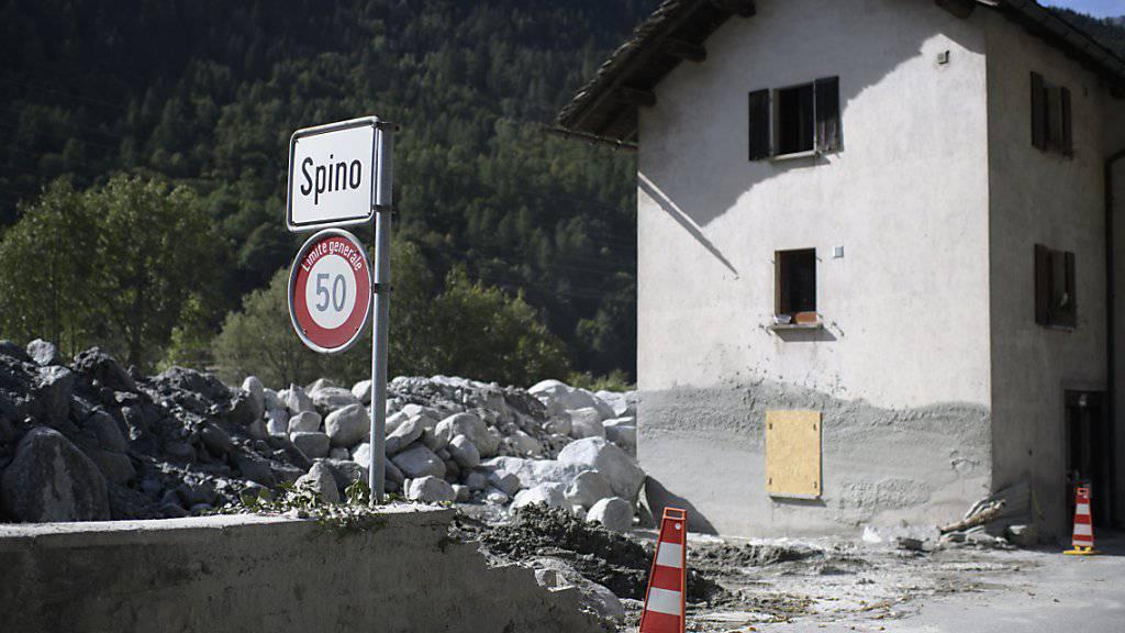 Kommende Woche werden Spezialisten in Spino im Bergsturzgebiet beginnen, Häuser von Schutt zu befreien. (Arhcivbild)