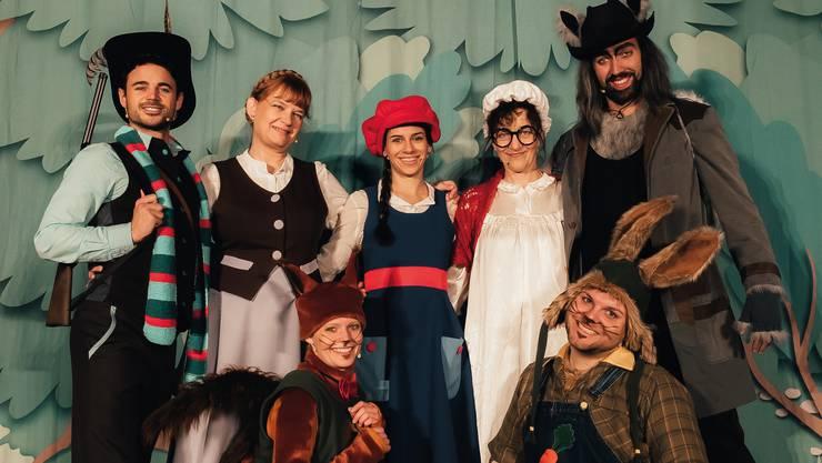 Das diesjährige Ensemble des Zürcher Märlitheaters führt «Rotchäppli» auf.