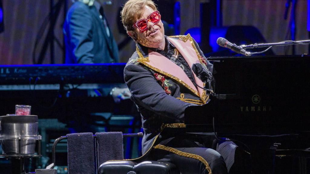 Der britische Popstar Elton John muss seine Zürcher Konzerte erneut verschieben - nicht wegen der Pandemie, sondern aus gesundheitlichen Gründen.