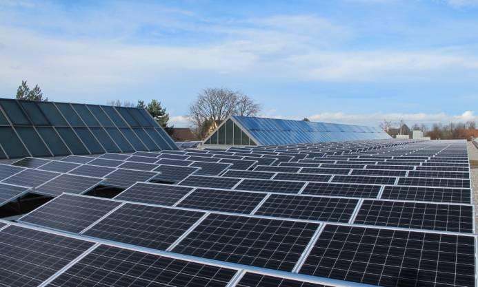 Teil der 1'350 m2 grossen Photovoltaikanlage auf dem Dach des Depot Irchel.