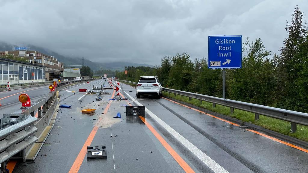 Grosser Sachschaden nach Unfall in Gisikon