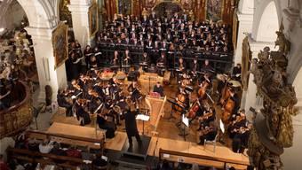 Das Orchester Stella Maris mit dem Chor der Kantonsschule Wettingen während der Wettinger Sommerkonzerte im letzten Mai in der Klosterkirche.AZ-Archiv
