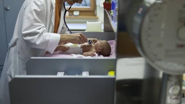 Der verurteilte Arzt arbeitet heute nicht mehr mit Kindern. (Symbolbild)