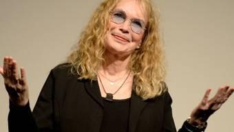 Schauspielerin Mia Farrow soll ihre Kinder nicht nur gegen ihren Ex-Mann Woody Allen aufgehetzt, sondern auch geschlagen haben. Das behauptet ihr Adoptivsohn Moses Farrow. (Archivbild)