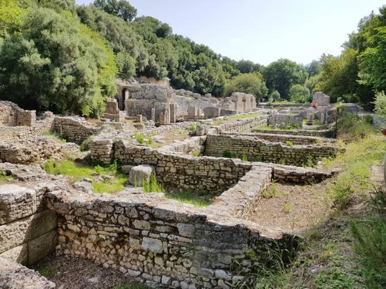 Die Ausgrabungsstätte von Butrint liegt ganz nahe an der Grenze zu Griechenland. Die Stadt wurde im 7. und 8. Jahrhundert vor Christus gebaut.