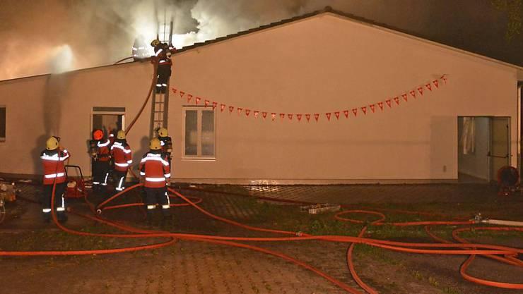 Beim Brand eines Mehrzweckgebäudes neben einer Moschee im Weiler Häusern bei Bonau TG (Gemeinde Wigoltingen TG) entstand in der Nacht auf Montag Sachschaden von über 100'000 Franken.