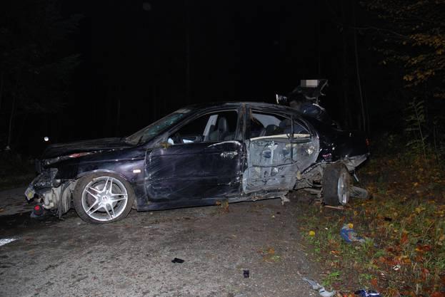 Ein Automobilist hat im Wald zwischen Hersiwil und Winistorf einen Selbstunfall verursacht. Dabei wurde der Fahrzeuglenker leicht verletzt. Ein bei ihm durchgeführter Alkoholtest ergab, dass der Unfallverursacher sein Auto in angetrunkenem Zustand gelenkt hat.