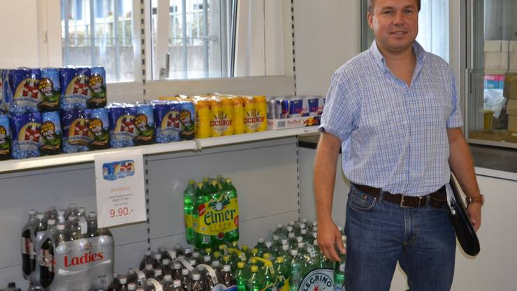 Elektrapräsident Markus Wey im einstigen Postlokal, das vom Betreiber des Dorfladens als Lagerraum genutzt wird. sl