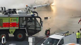 Am Flughafen Zürich ist am Montag der Ernstfall geprobt worden: Verschiedene Rettungskräfte mussten ausrücken, um nach einer Explosion mit anschliessendem Brand das Schlimmste zu verhindern.