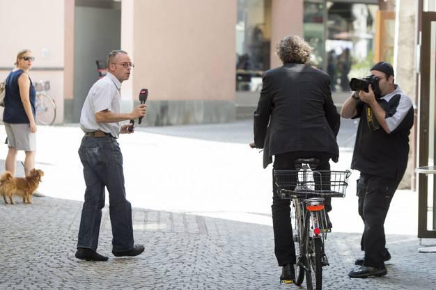 Stadtammann Geri Müller verlässt am Montag auf seinem Fahrrad das Stadthaus in Baden.