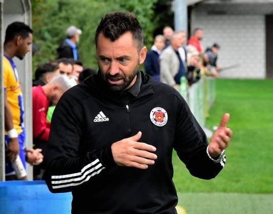 Samir Bajramovic (rechts) gibt Anweisungen.
