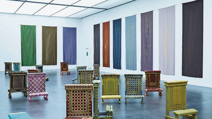"""Beten universell. Werk von Giulia Piscitelli, 2019: """"Una nuvola come tappeto"""", Holz, Gebetsteppich. Bild: Jakob Ineichen (Luzern, 31. Oktober 2019)"""