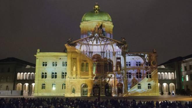 Zum Vorschein kommt der Ständeratssaal: Lichtspektakel «Rendez-vous Bundesplatz» im Jahr 2012.  Foto: Lukas Lehmann/Keystone