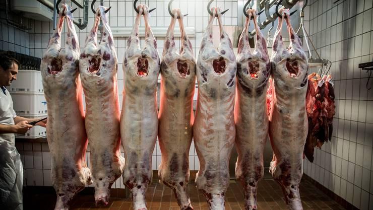 Preisdruck gibt es auch in der Schweiz. Die gesamte Fleischproduktion steht unter Druck.