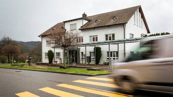 Wo Urdorf regiert wird: das Gemeindehaus an der Bahnhofstrasse 46. Zuoberst tagt jeweils der Gemeinderat.
